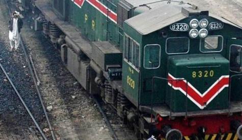 پشاور سے کراچی آنیوالی خیبر میل ٹرین میںآگ