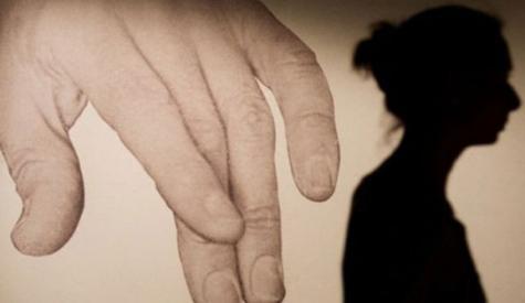 نوجوان لڑکی کو برہنہ کرکے گھمانے کامرکزی ملزم گرفتارنہیں ہوسکا،پولیس