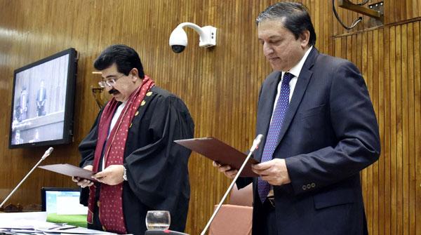 زرداری، عمران اتحاد کامیاب، چیئرمین سینیٹ صادق سنجرانی نے راجہ ظفرالحق کو `11  ووٹوں سے شکست دی