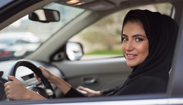 سعودی عرب ،خواتین کو کاریں چلانے کی اجازت دینے کے حکم پر عمل درآمد کیلئے تیاریاں شروع