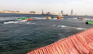 کراچی بندرگاہ پر 2 جہازوں میں ٹکر، 10 کنٹینر ڈوب گئے، کروڑوں کا نقصان