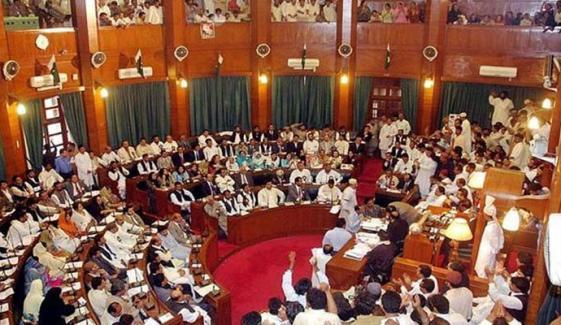 سندھ اسمبلی میں پھرہنگامہ، پانی دو،10 سال کا حساب دو کے نعرے، نصرت سحر اور منظور وسان میں جھڑپ