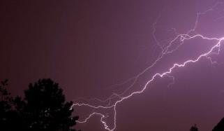 بھارت، طوفان اور آسمانی بجلی گرنے سے 47 افراد ہلاک