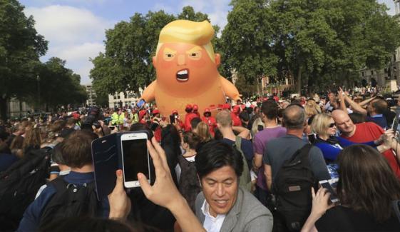 ٹرمپ کا دورہ برطانیہ، لندن میں ہزاروں افراد کا احتجاج، امریکی صدر کا دورہ مختصر کرنے کاعندیہ