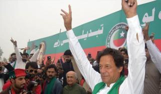 کرک:عمران خان نےاپنے ہی امیدوار کودھکیل دیا