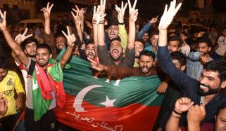 عمران نے میدان مار لیا،خیبر پختونخوا میں بھی تحریک انصاف کی اکثریت ،پنجاب میں ن کیساتھ سخت مقابلہ،سندھ میں پیپلز پارٹی کامیاب ،بلوچستان میںباپ کو بر تری