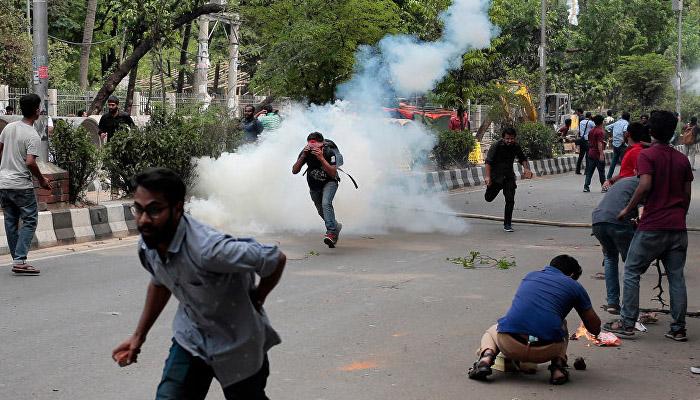 بنگلہ دیش ، احتجاجی طلباء پرعوامی لیگ کے غنڈوں کا تشدد ، سیکڑوں زخمی