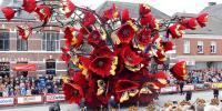 نیدرلینڈ میں رنگ بر نگے پھولوں سے بنے دلچسپ فن پا روں کی سالانہ پریڈ