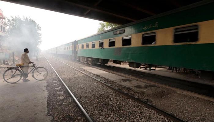 زمینوں کے قبضے چھڑا کر کراچی سرکلر ریلوے فوری بحال کرنے کا حکم