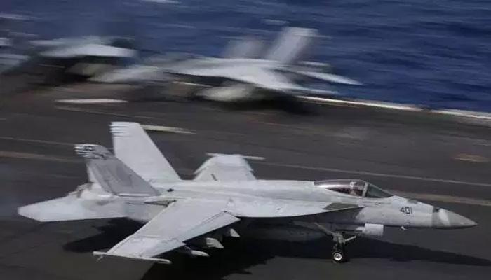 امریکا کے دو جنگی طیارے تصادم کے بعد سمندر میں گرکر تباہ، 5 اہلکار لاپتہ