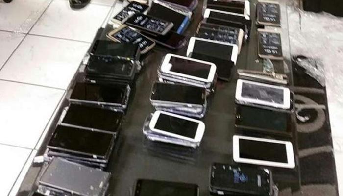 چھینے گئے 35مو بائل فون بر آمدگی پر مالکان کے حوالے،کمشنر ہائوس میں تقریب