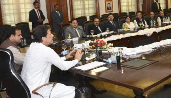 وزیر اعظم کی اپنی کابینہ بیوروکریسی سے سیاست ختم کرنیکی مخالف