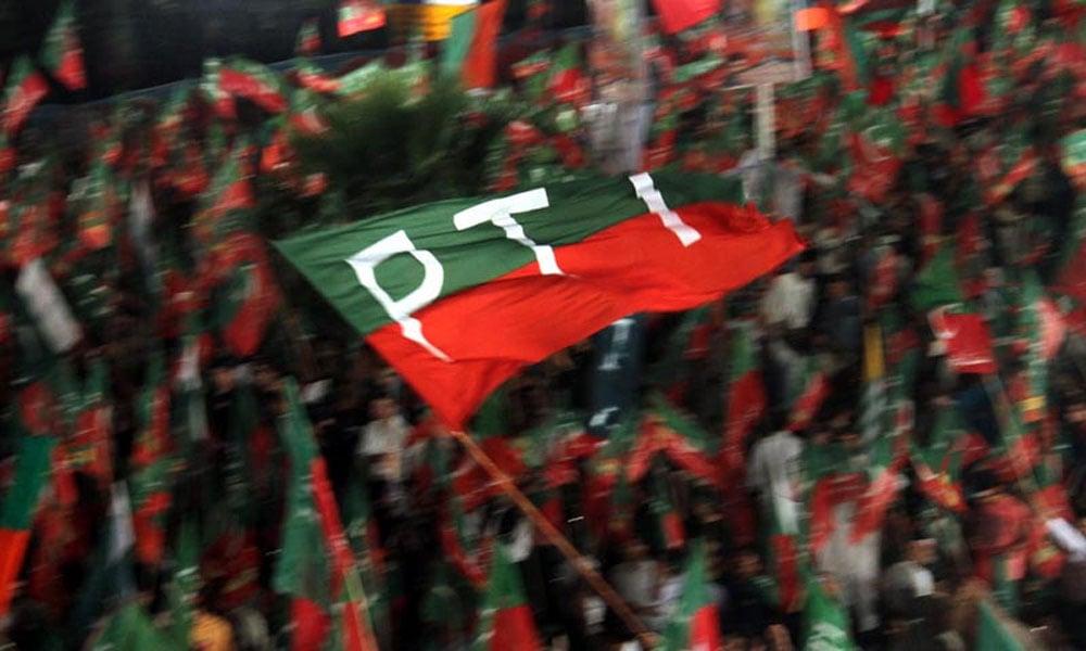مسلم لیگ ن سندھ کے نائب صدر آغا گل محمد ساتھیوں سمیت تحریک انصاف میں شامل