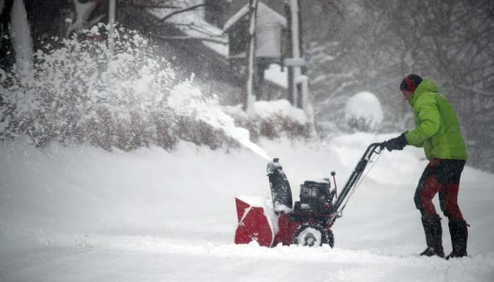 کیلیفورنیا، برفانی طوفان سے نظام زندگی درہم برہم ،سڑکیں ،ریلوے ٹریکس برف سے ڈھک گئے ، نواڈا میں 5فٹ تک برفباری