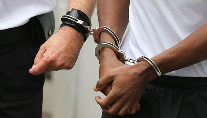 رقم ہتھیانے کیلئے دو خاندانوں کو بلیک میل کرنے والے باپ اور بیٹے کو سزائیں