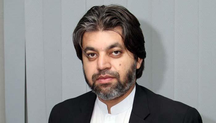 پچھلی حکومت کے قرضے چکانے کیلئے عمران کو باہر جانا پڑ رہا ہے، علی محمد