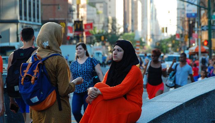 امریکا میں مسلمان خواتین با پردہ ہیئر کٹنگ سیلون کو ترجیح دیتی ہیں
