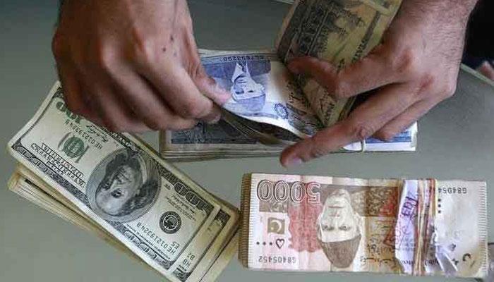 پاکستانی روپے کے مقابلے میں ڈالر کی قدر مزید 20 پیسے بڑھ گئی