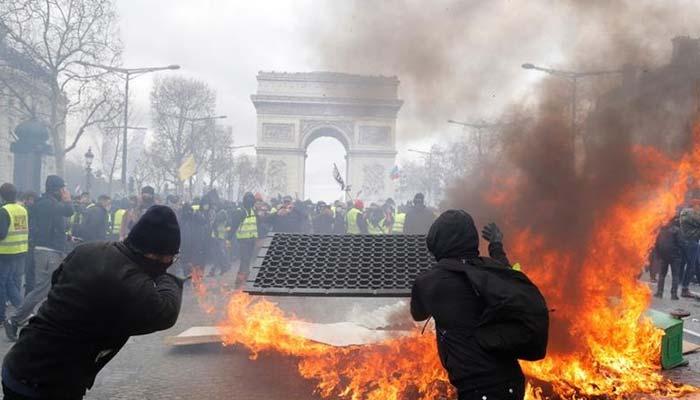 فرانسیسی صدر کیخلاف پیلی جیکٹ مہم میں شرکاء کا پرتشدد مظاہرہ، 95 افراد گرفتار