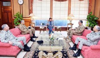 بھارتی عزائم کا جواب، عمران خان سے مسلح افواج کے سربراہوں کی ملاقات