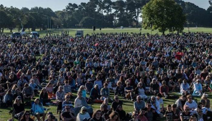 مسجد حملہ، نیوزی لینڈ کے ہزاروں شہری اظہار یکجہتی کیلئے پھر جمع، آئندہ جمعہ کو بین المذاہب دعائیہ تقریب ہو گی