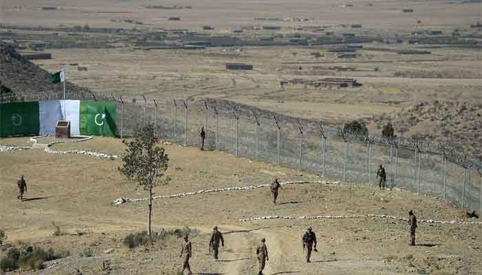 افغانستان سے دہشت گردوں کا باڑ لگانے والی پاکستانی فورسز پر حملہ، 3 جوان شہید، کئی دہشت گرد ہلاک