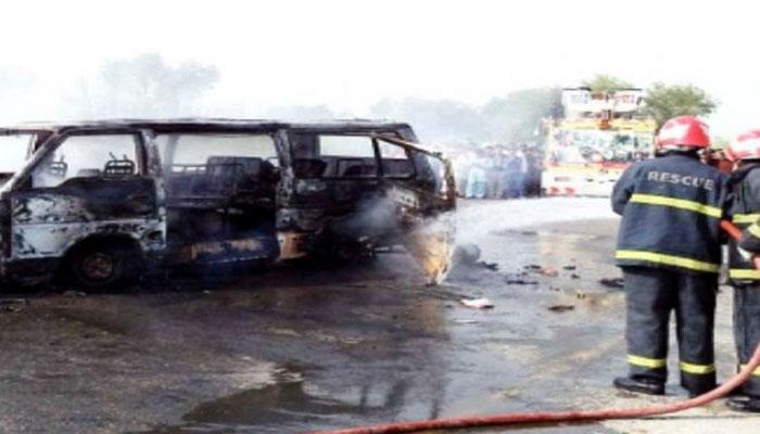 کشمور، مسافر وین میں گیس سلنڈر دھماکا، 5 افراد جھلس کر جاں بحق