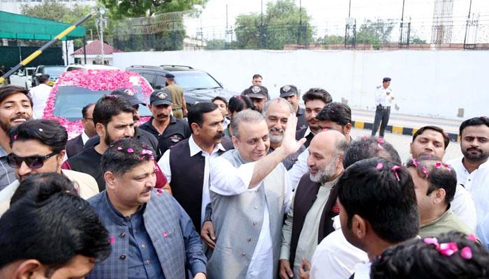 لاہور ہائیکورٹ، علیم خان کی ضمانت منظور، 10 لاکھ کے مچلکے جمع کرانے کا حکم
