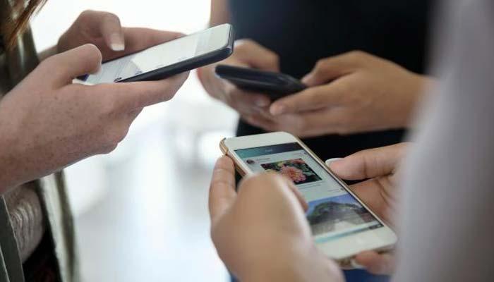 3 ہزار لیکر بلاک موبائل فون کھولے جا رہے ہیں ، قائمہ کمیٹی آئی ٹی میں انکشاف