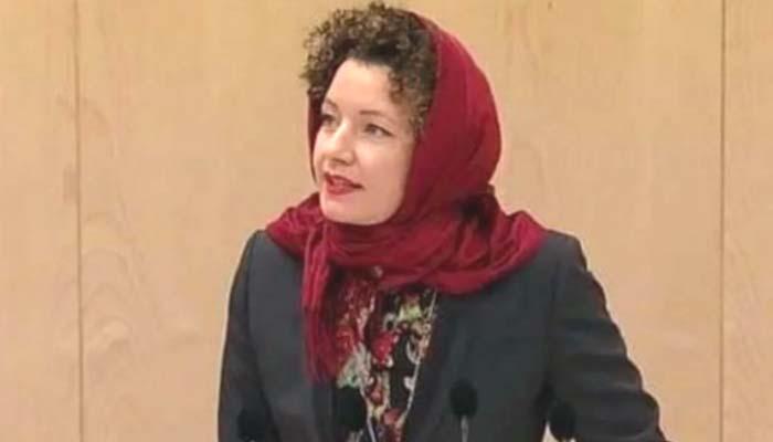 آسٹریا میں خاتون رکن پارلیمنٹ کا حجاب میں خطاب