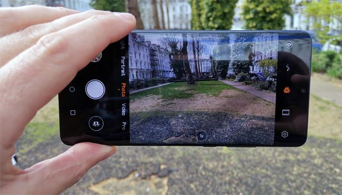 ہواوے فونز پر پابندی کی وجہ کیمرے میںزوم کی جدید صلاحیت؟