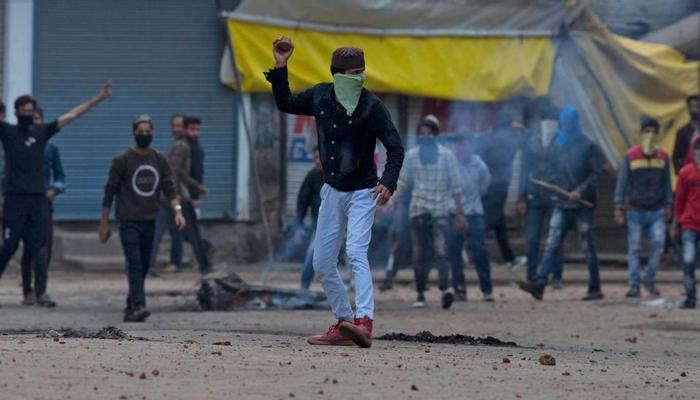 مقبوضہ کشمیر میں مجاہد کمانڈر کی شہادت پر دوسرے روز بھی پہیہ جام ،کرفیو نافذ