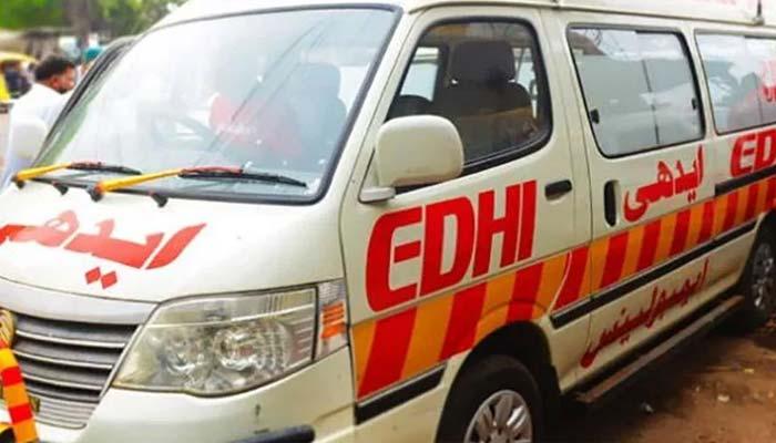 ڈگری: کار کی ٹکر سے موٹر سائیکل سوار  نوجوان ہلاک،3؍افراد زخمی