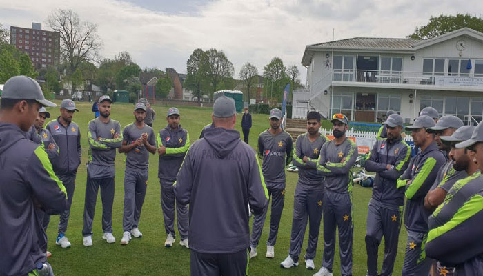 بھارت سے مقابلے کیلئے پاکستان ٹیم مانچسٹر پہنچ گئی