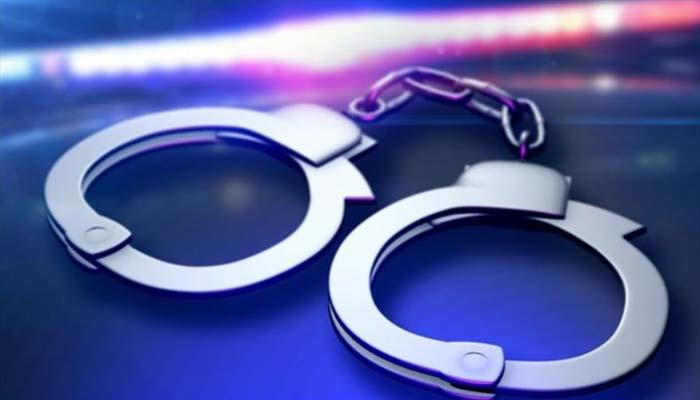 دادو: کراچی پولیس کا موبائل مارکیٹ  میں چھاپہ،3؍دکاندار گرفتار
