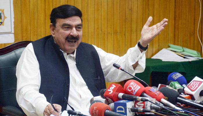 وزیر ریلوے کا انوکھا فیصلہ، ریٹائرڈ ڈرائیورز کو دوبارہ نوکری پر رکھنے پر غور