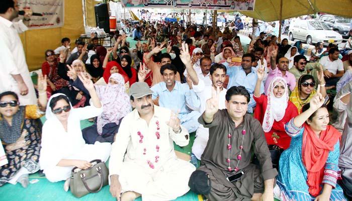 مطالبات کی منظوری کیلئے نرسز کا  احتجاج، کراچی پریس کلب کےباہر دھرنا
