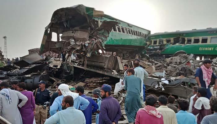 ہولناک ٹرین حادثہ، 21 جاں بحق، 80 زخمی، لاہور سے کوئٹہ جانے والی مسافر ٹرین مال گاڑی سےٹکراگئی