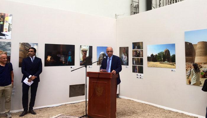پاکستان کے قدرتی اور ثقافتی مناظر کی تصویری نمائش کا پیرس میں افتتاح