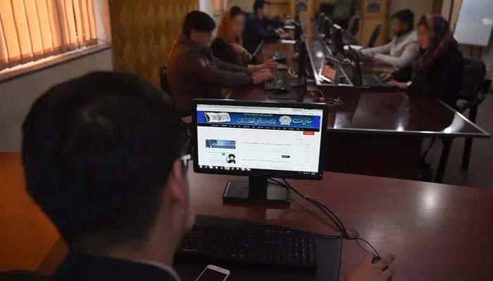 افغانستان، طالبان کی ریڈیو اسٹیشن اڑانے کی دھمکی، نشریات بند