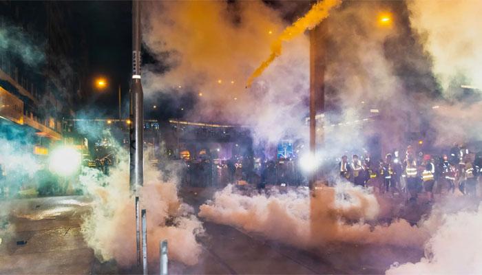 ہانگ کانگ میںحکومت مخالف مظاہرہ مشتعل ہوگیا ،آنسو گیس کی شیلنگ