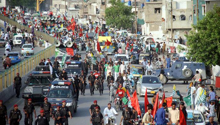 کراچی میں یوم آزادی بھرپور قومی جوش و جذبے کے ساتھ منایا گیا