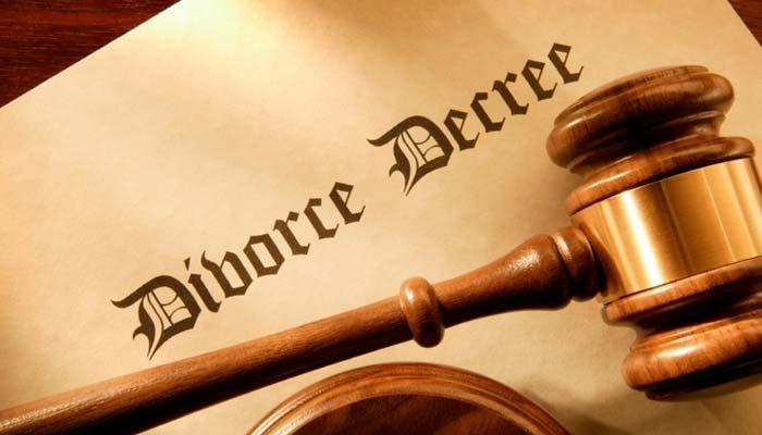 شارجہ، بیحد محبت کرنے پر خاتون کا شوہر سے طلاق کا مطالبہ