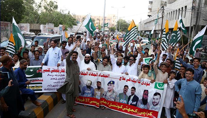 کشمیریوں سے یکجہتی کیلئے سنی تحریک کے مظاہرے،حکومت سے جہاد کے اعلان کا مطالبہ