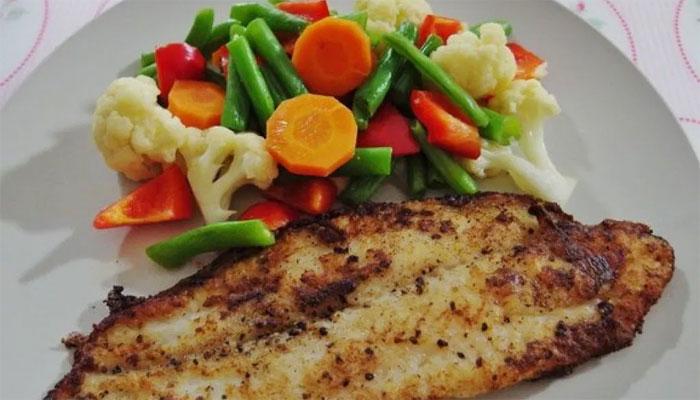 سبزی اور مچھلی کھانے والے دل کے دورے اوربہت سی دیگر بیماریوں سے محفوظ رہتے ہیں