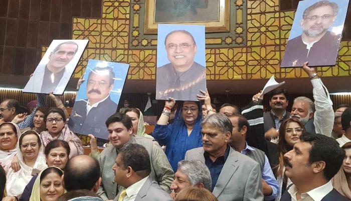 صدر کا خطاب, بلاول شریک نہ ہوئے، گرفتار ارکان کی تصاویر نشستوں پر، سفیر غور سے خطاب سنتے رہے