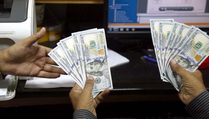 انٹربینک  میں ڈالر 12، اوپن مارکیٹ میں 20 پیسے کم ہوگیا