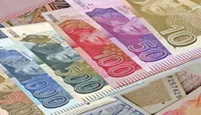 روپے کی گراوٹ کا غیرملکی سرمایہ کاروں کو فائدہ، پاکستانیوں کو نقصان