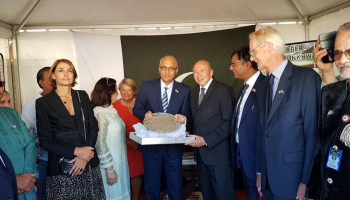 فرانس کے 18ویں بین الاقوامی ثقافتی میلے میں پاکستان نے اسٹال لگایا