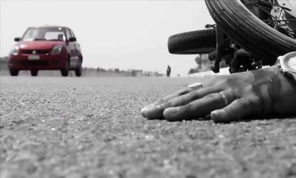 بیٹے کی لاش لے جاتے ہوئے حادثہ میں ہلاک باپ و چچا کی آخری رسوم ادا